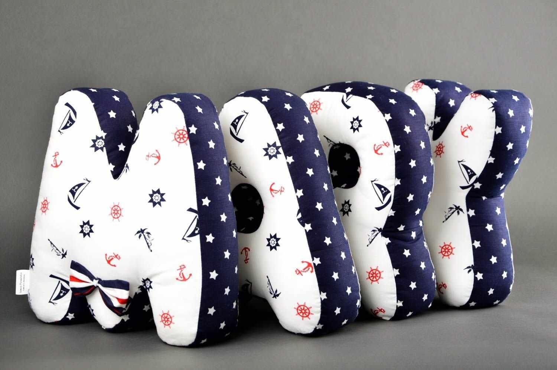 Подушки в форме букв