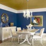 Синие стены в столовой
