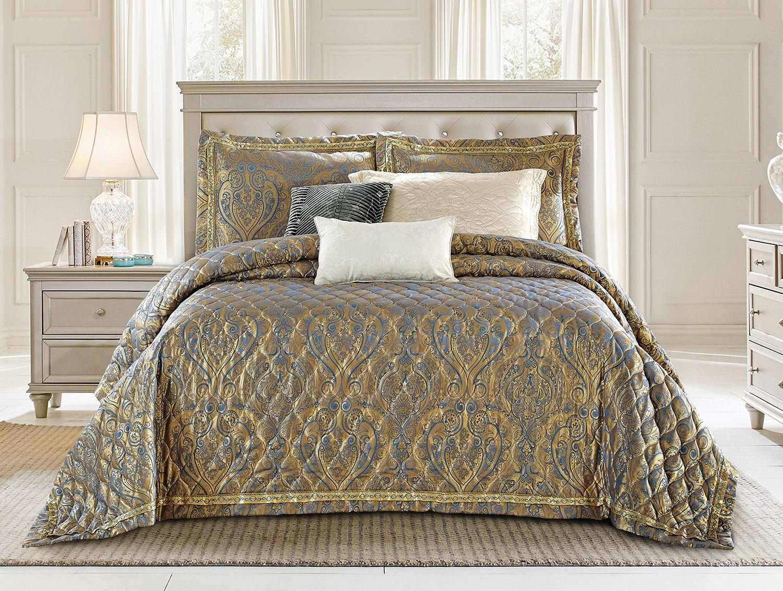 Модель покрывала с свисающими краями на кровати