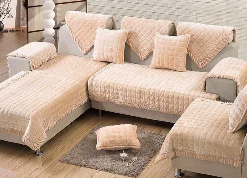 Угловой диван с чехлом