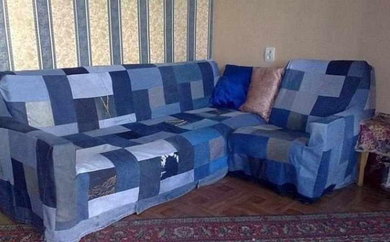 Покрывало на диван из старых джинсов