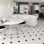 Черно-белые полы на кухне