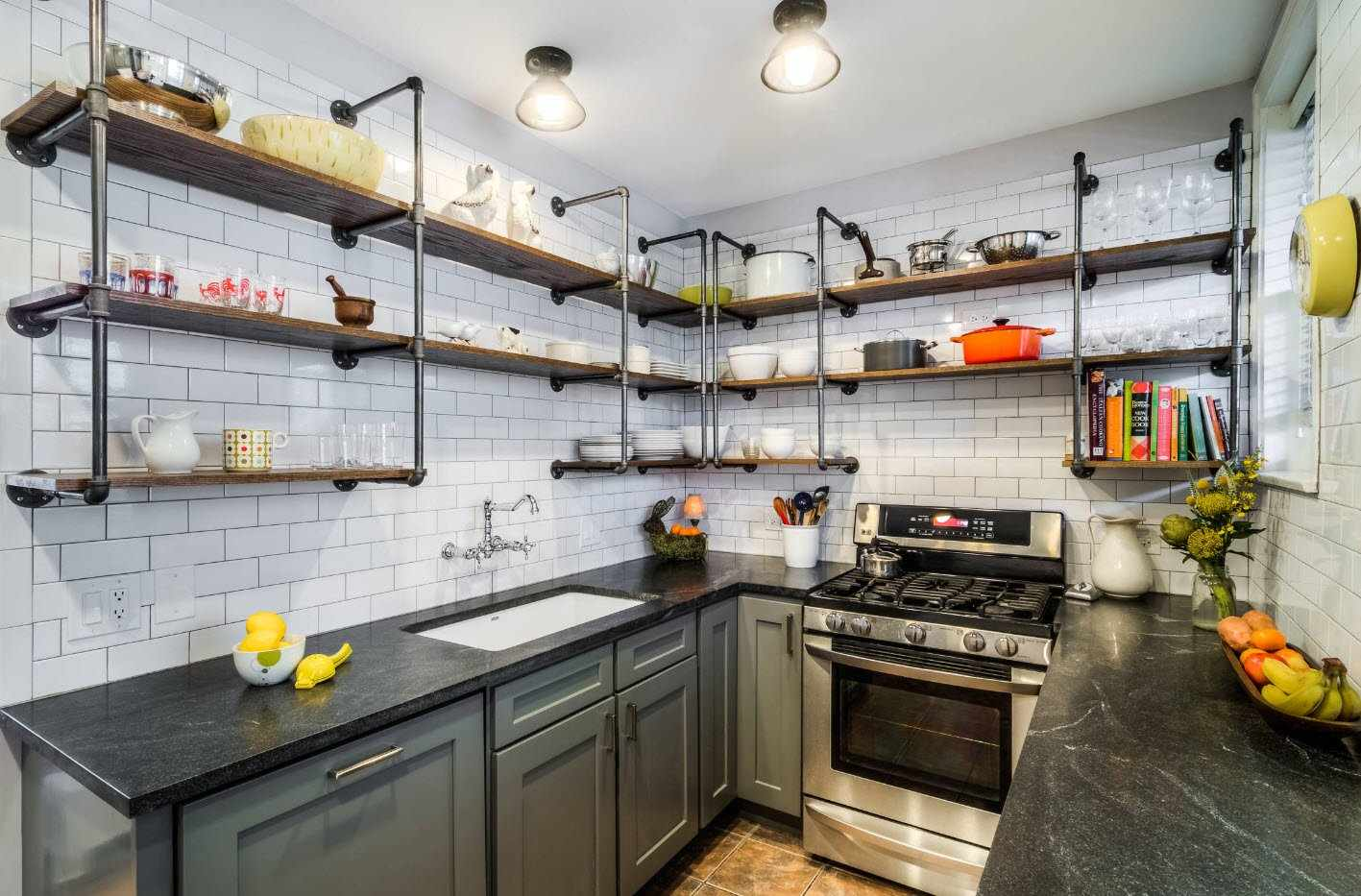 Размещение полок на кухне