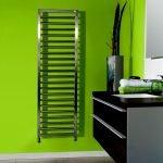 Зеленая стена в ванной