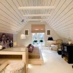 Белый пол в спальне