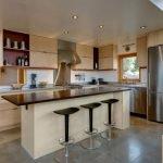 Стол-остров на кухне