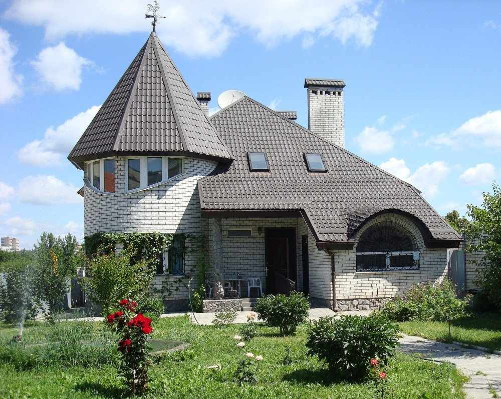 Дом с кирпичными стенами