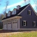 Дом с серым фасадом