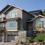 Дом с двумя балконами