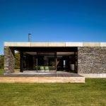Фасад дома из природного камня
