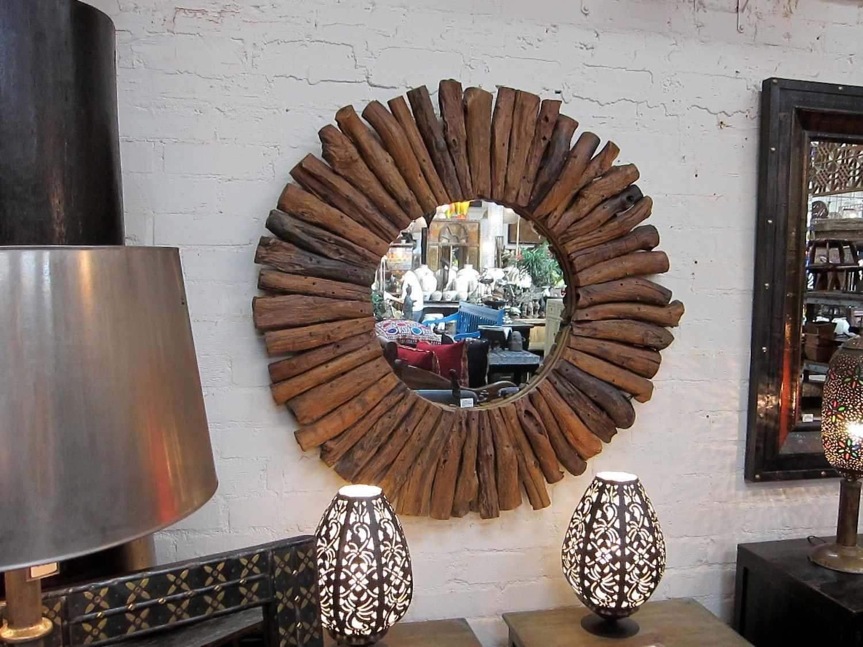 Рама для зеркала из сухих веток и коры