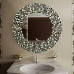 Рама для зеркала из кусочков плитки изготовленная своими руками