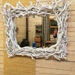Рама для зеркала из веток изготовленная своими руками