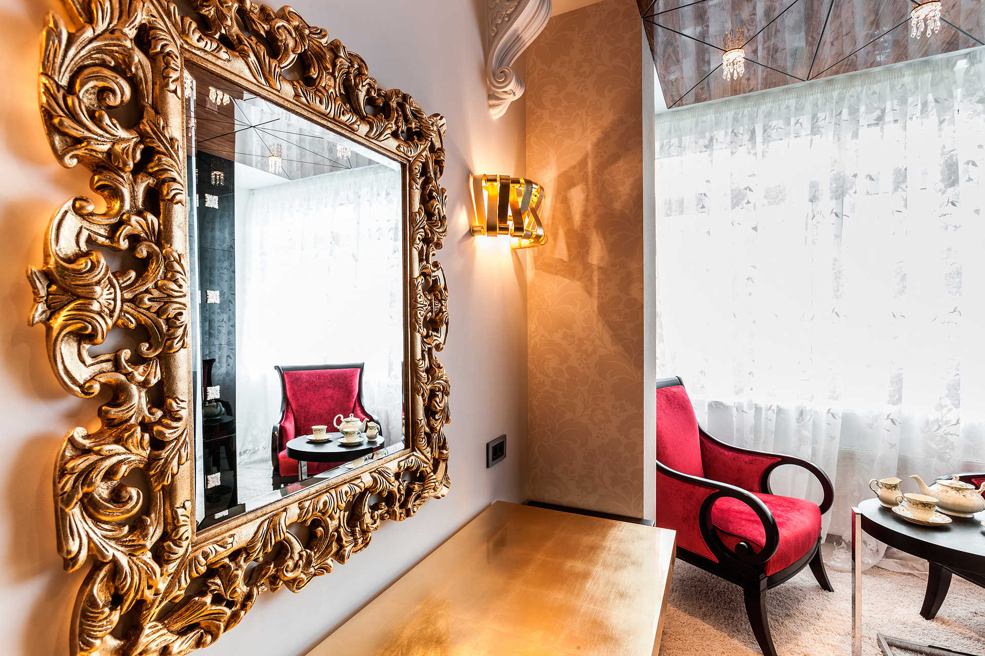 Рама для зеркала в классическом стиле