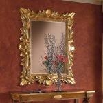 Золотая рама для зеркала