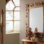 Деревянное зеркало для дачи