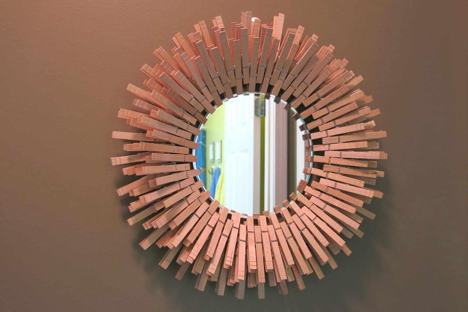 Рама для зеркала из прищепок для белья