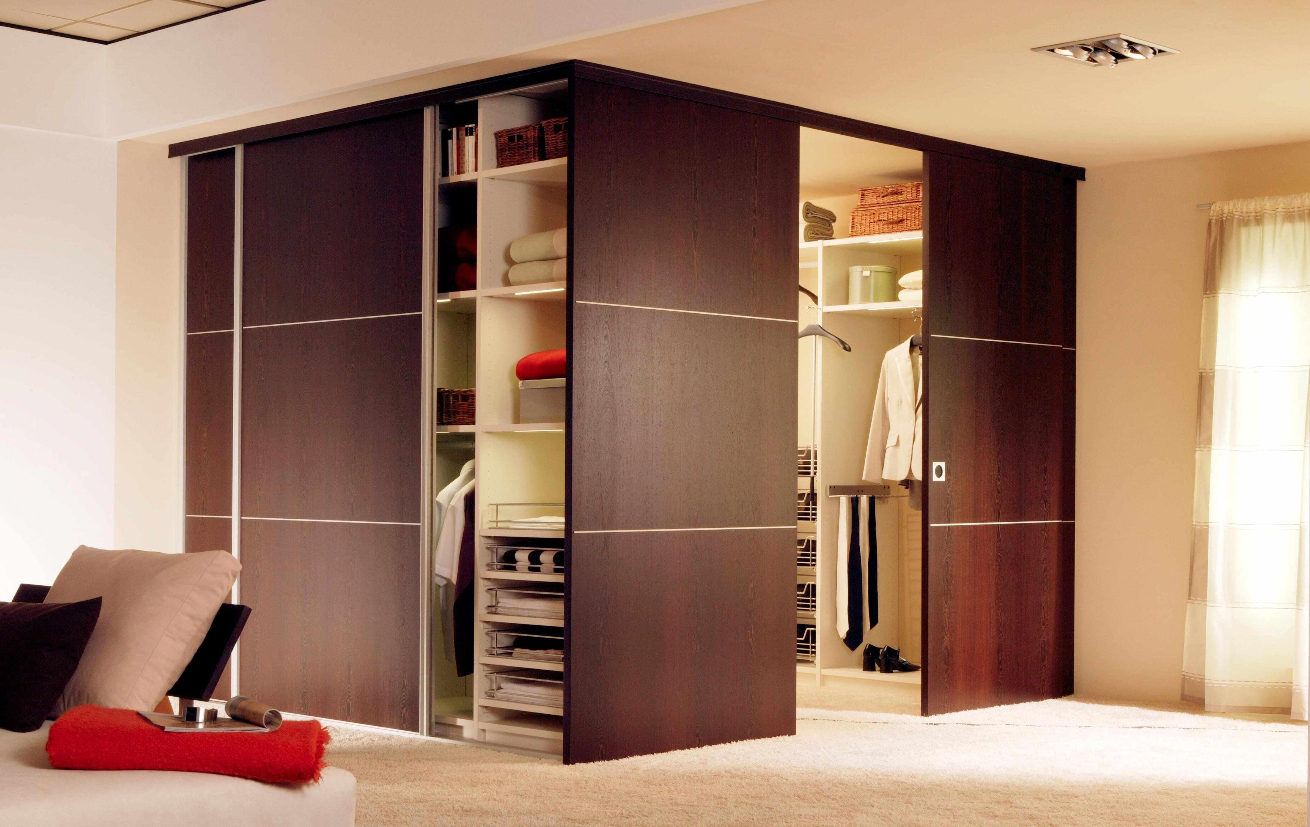 Уход за дверями гардеробной