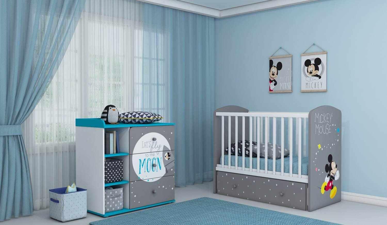 Детская кроватка с ограждением