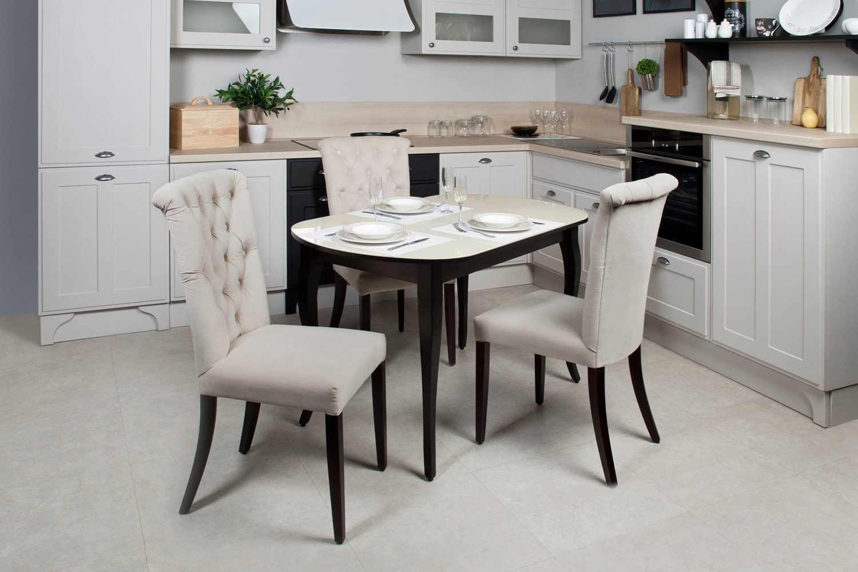 Кухонный стол на четыре человека