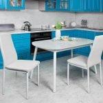 Сочетание голубой мебели и серых стен