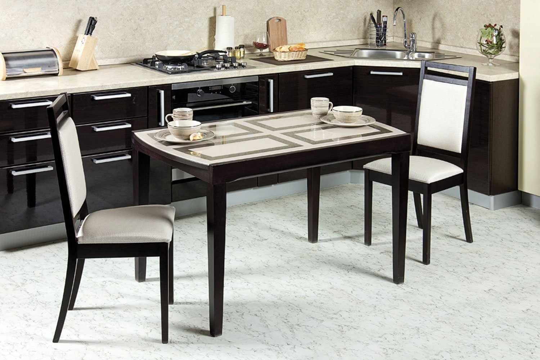 Кухонный стол с четырьмя ножками