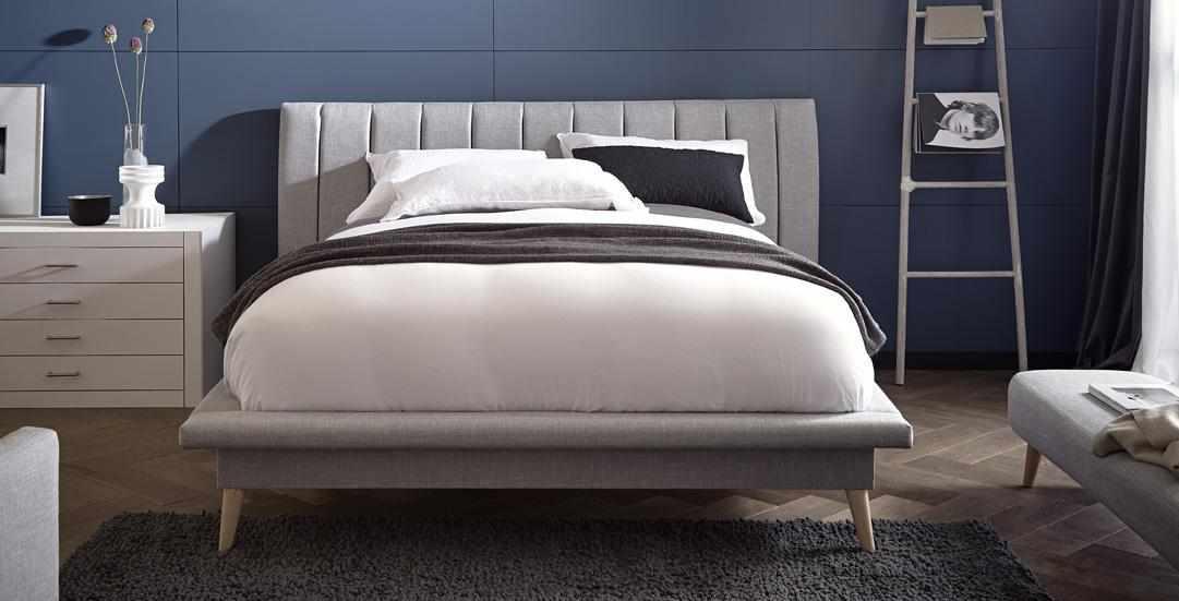 Двуспальная кровать для семейной пары