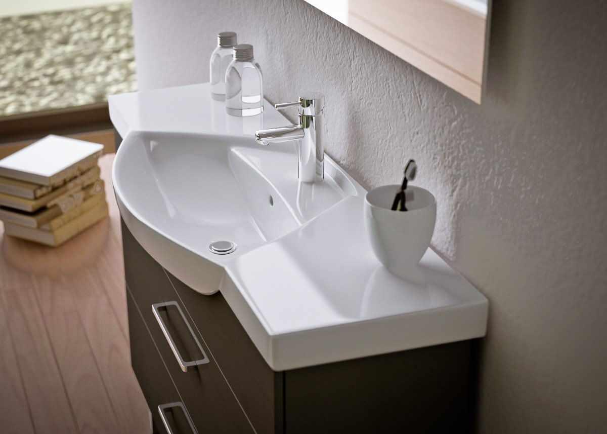 Керамическая раковина в ванной