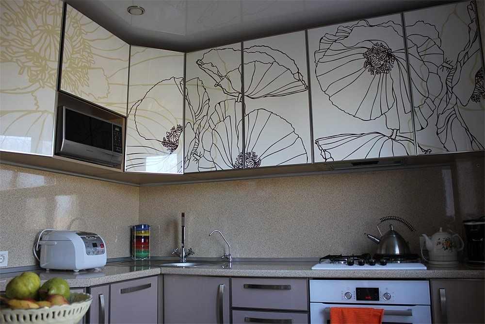 Интерьерные наклейки на кухонном фасаде
