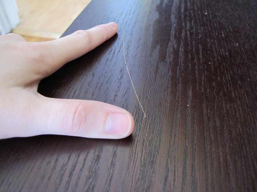 Царапина на мебели