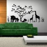 Жирафы и слоны под деревом