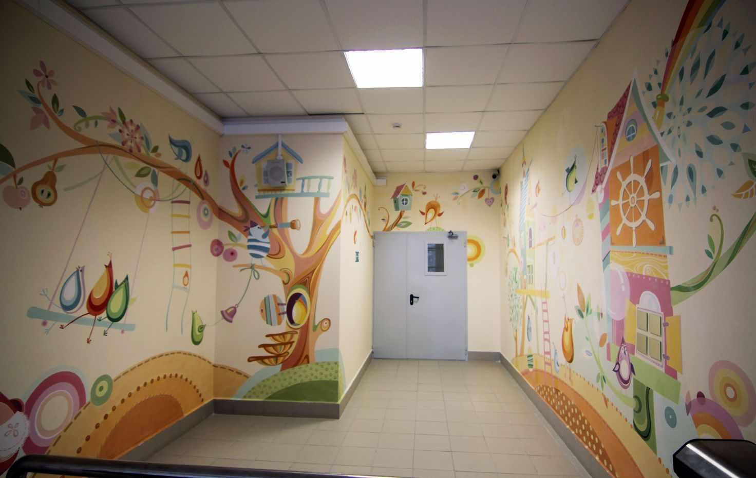 Рисунки на стенах в садике