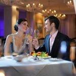 Пара влюбленных в ресторане