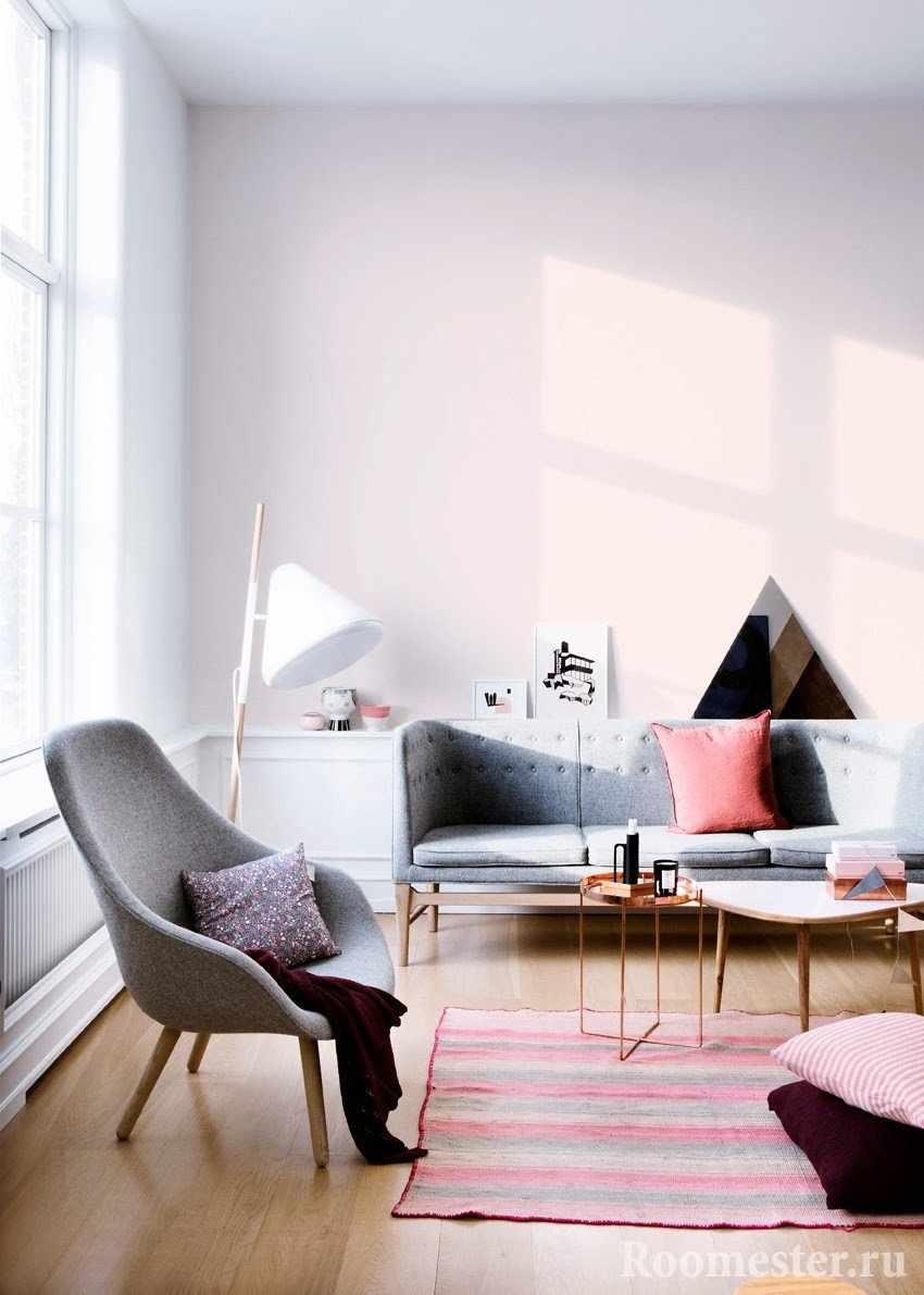 Яркая солнечная розовая комната