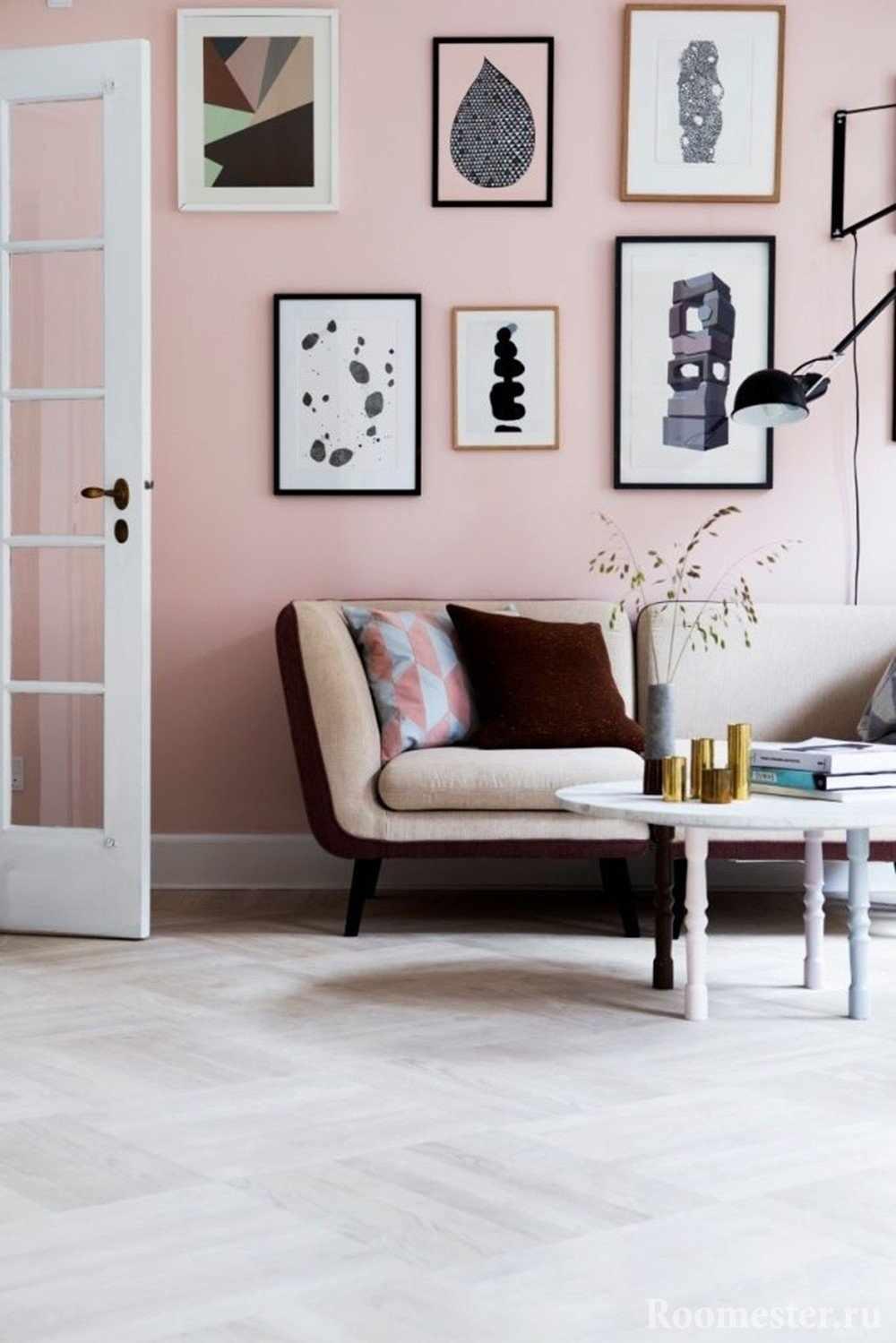 Оформление стены в розовом цвете