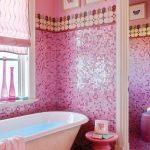 Кафельная мозаика в розовых цветах
