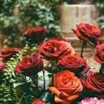 Красные розы в дизайне приусадебного участка