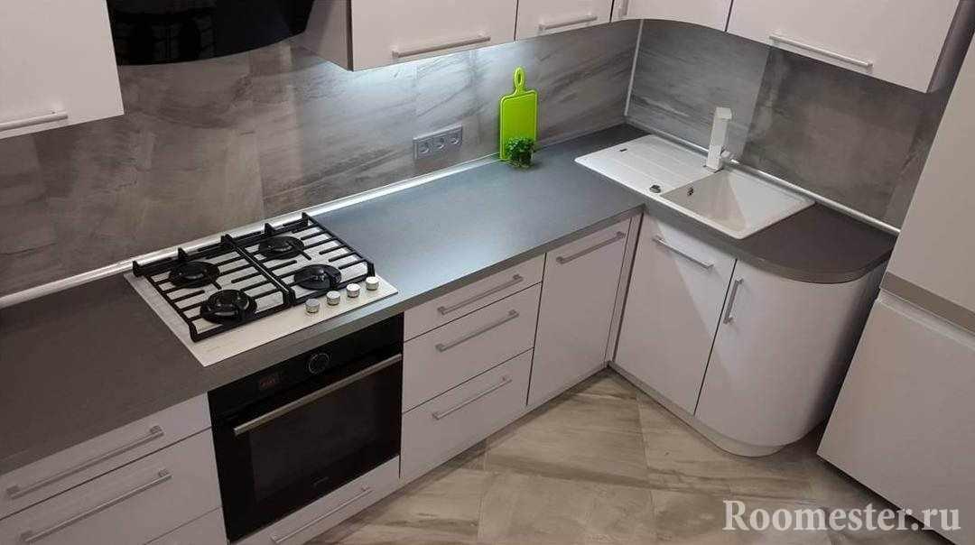 Серая столешница в современном интерьере кухни
