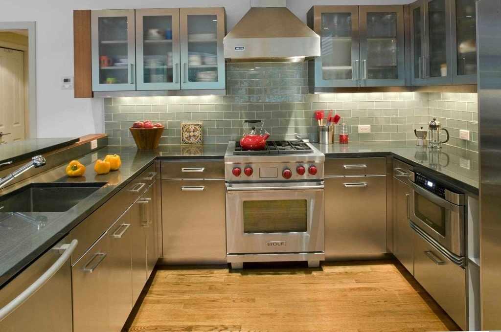 Серый фартук в интерьере кухни