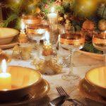 Бело-золотая сервировка стола