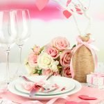 Сервировка стола с розами
