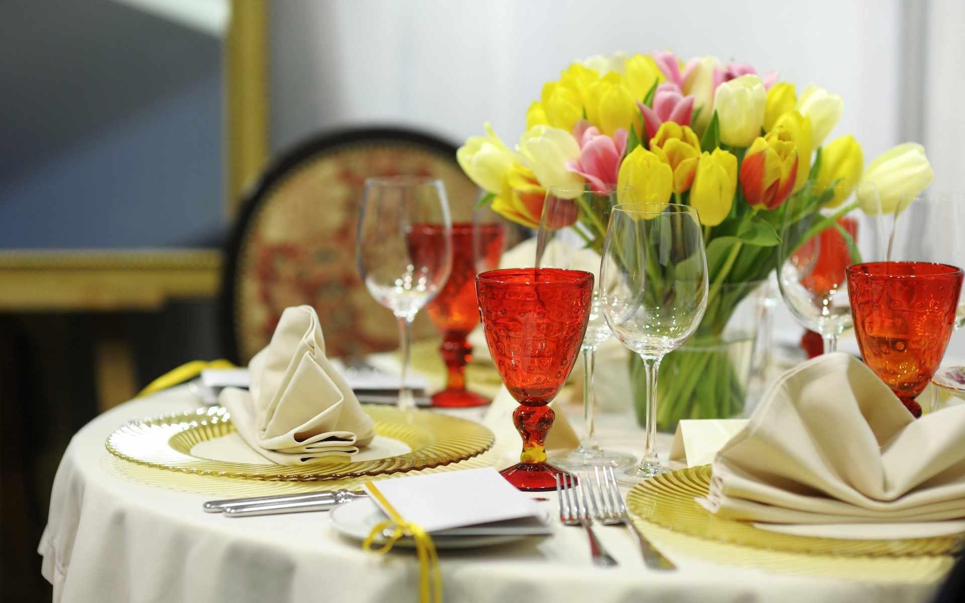 оформление праздничного стола цветами