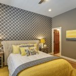 Дизайн спальни в желто-сером цвете