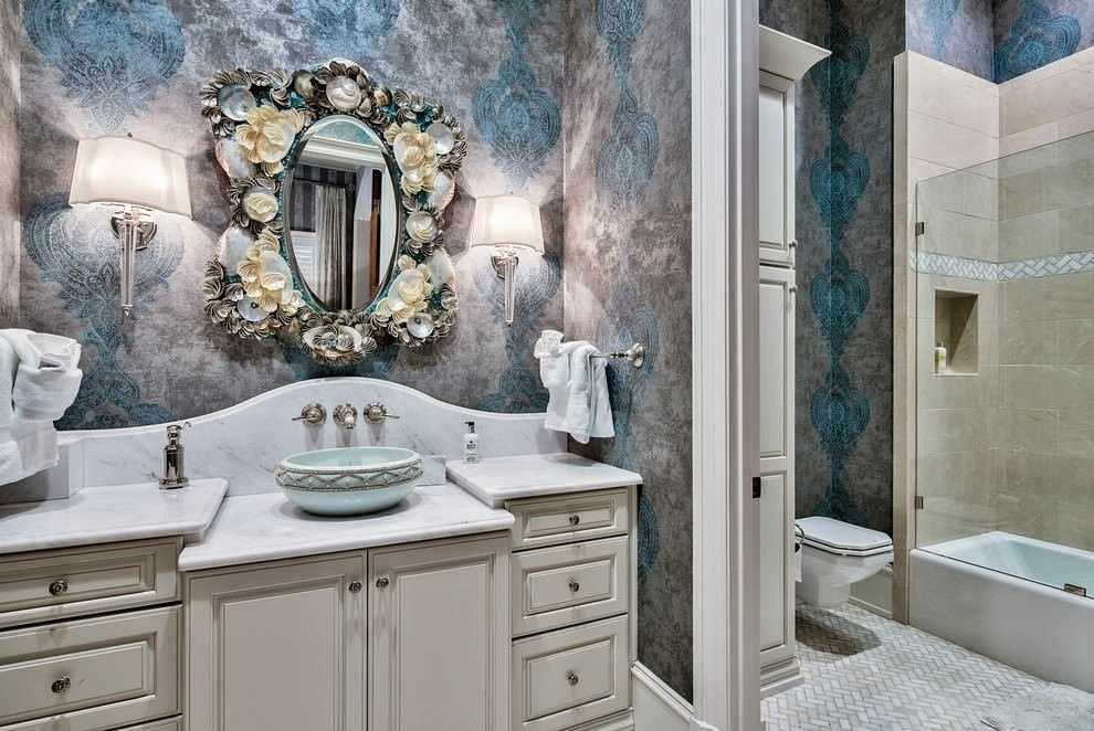Серые обои в интерьере ванной
