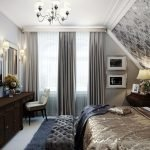 Спальня на мансарде с серыми шторами