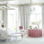 Светлая спальня с серыми шторами
