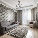 Зал в квартире с серыми шторами