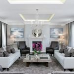 Классический декор гостиной с серыми шторами