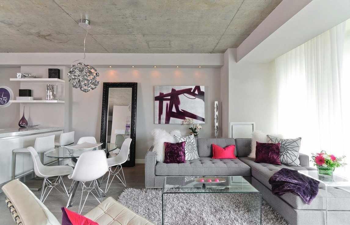 Сочетание серого дивана и белых стен в интерьере