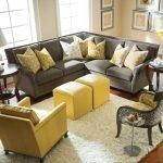 Столик из желтых кубиков у дивана